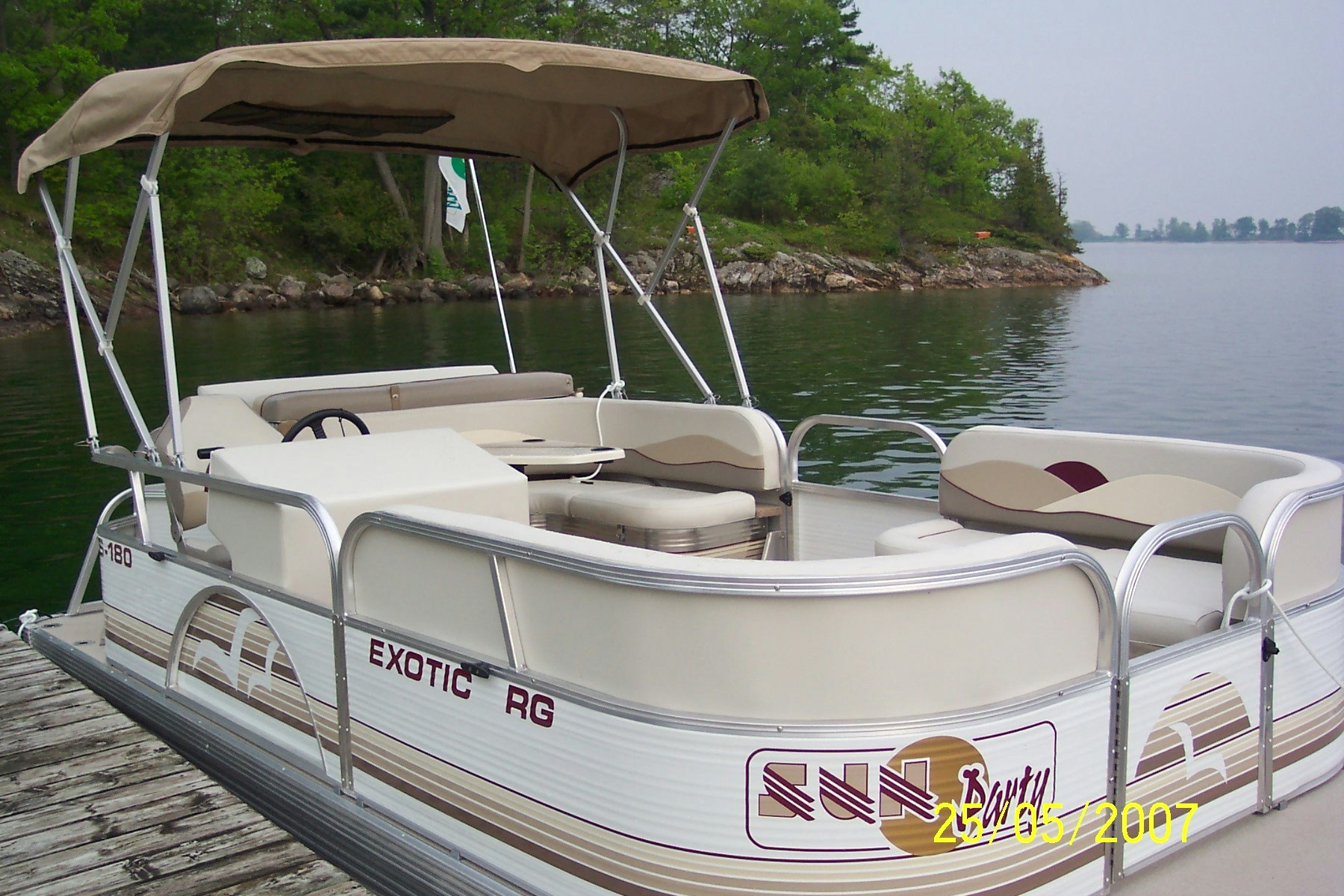 2007 pontoon boat