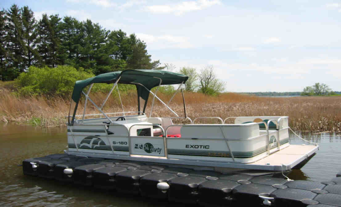 18 ft., 50 hp four stroke, sun party boat, 8 persons